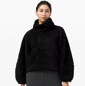 NEW Lululemon Sherpa Pullover in Black 🖤